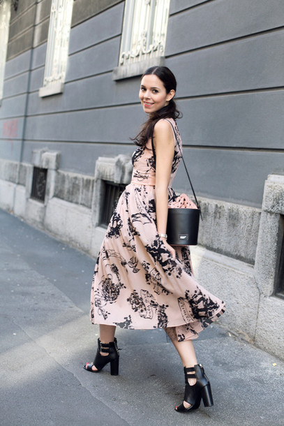 irene closet blogger dress jacket floral maxi dress bucket bag spring dress peep toe heels black heels