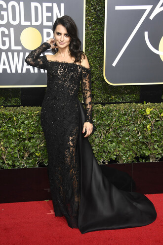dress black dress penelope cruz golden globes 2018 lace dress black lace dress red carpet dress off the shoulder off the shoulder dress gown prom dress