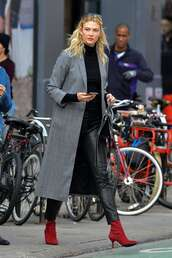 pants,karlie kloss,leather,leather pants,ankle boots,fall outfits,fall colors,model off-duty,streetstyle