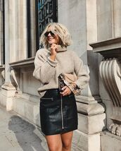 bag,leopard print,shoulder bag,turtleneck sweater,sweater,knitted sweater,oversized sweater,mini skirt,leather skirt,zipped skirt