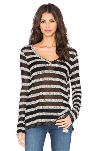 pullover v neck black