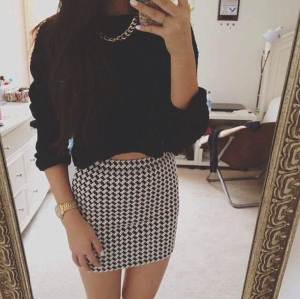 skirt clothes jacket jewels black white short mini checkered cute skirt tumblr bodycon skirt sweater shirt cropped sweater summer spring chain watch short jumper jumper knitted sweater black jumper tumblr girl girly style oversized sweater fall outfits black and white printed skirt