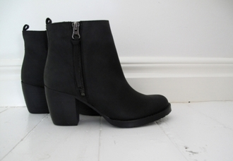 shoes boots black boots zip heels leather booties classy my dream shoes ankle boots