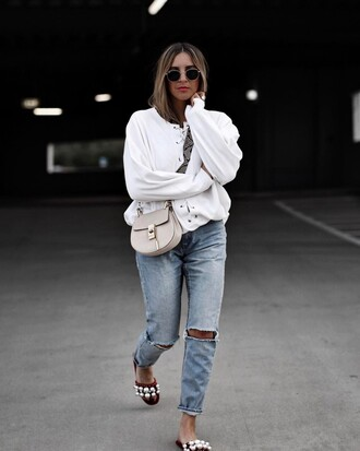 top tumblr white top bag denim jeans blue jeans ripped jeans shoes slide shoes embellished nude bag spring outfits