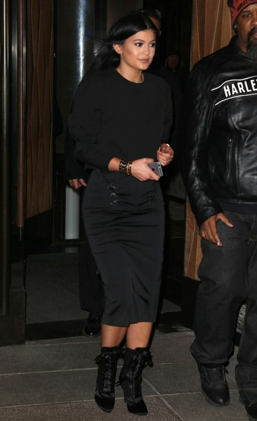 skirt pencil skirt boots top kylie jenner all black everything