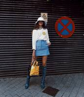 sweater,mini skirt,boots,transparent  bag,smiley,sun hat,snake print