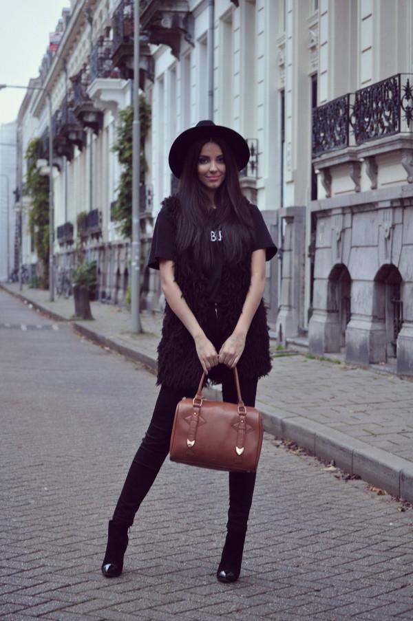 satisfashion shirt jeans bag hat