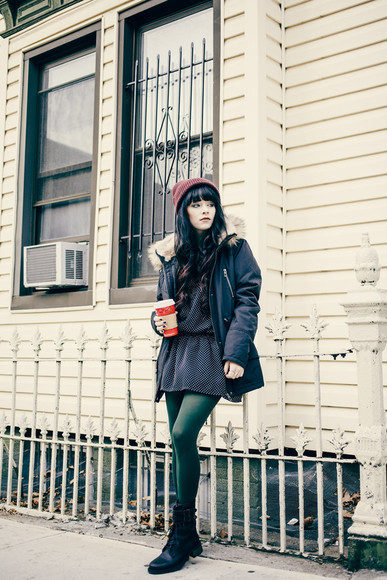 combat boots blogger jag lever forest green tights parka knitted beanie mini dress