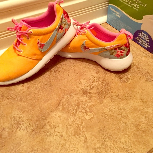 13% off Nike Shoes - Custom Roshe Runs from Lyre's closet on Poshmark