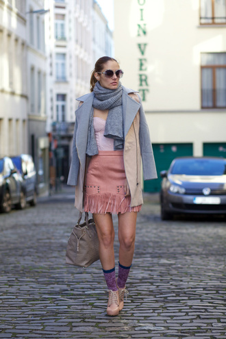 from brussels with love blogger suede skirt dusty pink fringe skirt pink skirt pink suede skirt