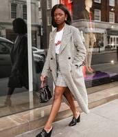 coat,top,t-shirt,skirt,shoes,black shoes,bag