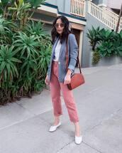 jeans,cropped jeans,pink jeans,ballet flats,shoulder bag,mini bag,blazer,white t-shirt,round sunglasses