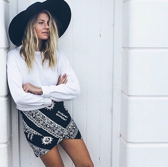 skirt astronomy stars moon black and white black white casual wrap wrap skirt tumblr pinterest bandana print hat moon pretty moon and sun bodycon skirt 90s style ancient sun grunge sky print greek egyptian ethnic drapped
