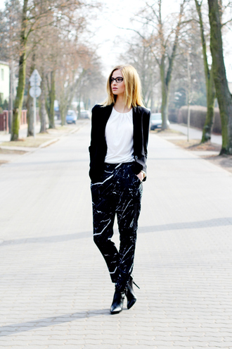 beauty fashion shopping blogger printed pants marble black and white black jacket white top