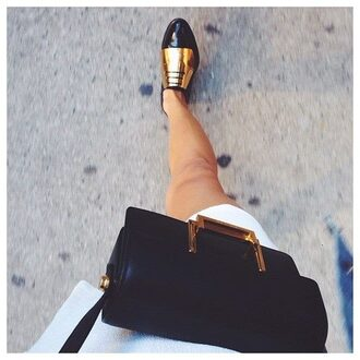 shoes bag gold shiny shiny shoes black black shoes gold and black black and gold hipster mature chic cool classy urban soft amazing pretty cute cute outfits