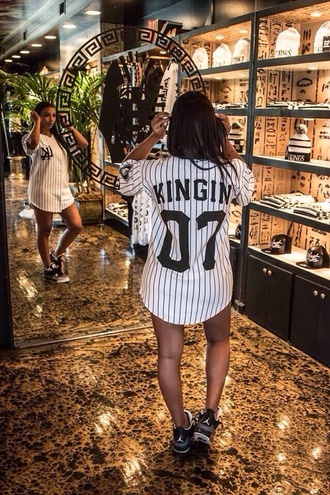 t-shirt baseball shirt black and white shirt tyga last kings jersey baddies dope trill blouse yankees stripes oversized women baseball jersey striped shirt kingin dress