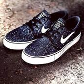 shoes,nike sb,black and white,galaxy print,nike,polka dots,janoski's,black ivory,6y,nike sb janoski,canvas shoes,nike sneakers,glitter,girly,athletic,nike shoes,black,girls sneakers