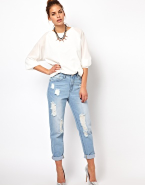 Glamorous | Glamorous Boyfriend Jeans In Light Wash Distressed Denim at ASOS