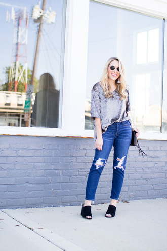 pearls&twirl blogger top jeans shoes jewels bag fall outfits mules