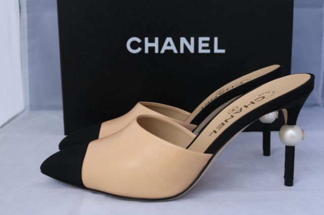 cf3cff047b7  1 1K 2016 Chanel Runway Beige Black Leather Slides Mules Heels ...