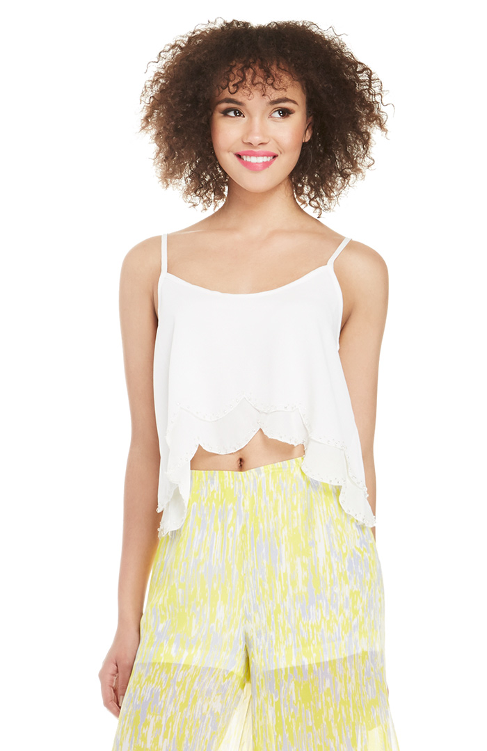 DAILYLOOK Beaded Hem Crop Top in White S - L | DAILYLOOK