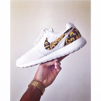 shoes dress nike roshe run white shoes trainers fashion nike running shoes nike white shoes roshe runs versace supreme trainers white cocaine running shoes roshes white shoes nike roshe hipster white print special edition gold design