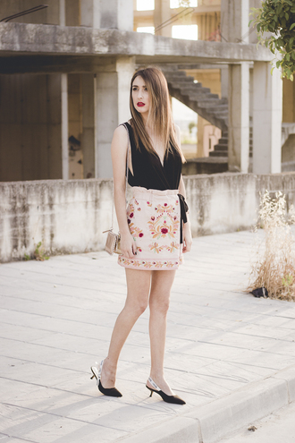 shoes and basics blogger shorts bag shoes slingbacks black top mini skirt summer outfits