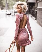 dress,pink dress,mini dress,club dress,clubwear,party dress,party,party outfits,open back,open back dresses,backless dress,backless,slit dress,hairstyles,blonde hair,sexy,sexy dress,long sleeve dress,long sleeves