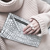 bag,clutch,jewels,crocodile,pullover,nude,white,black and white,pearl,knuckle ring,ring,nude pullover