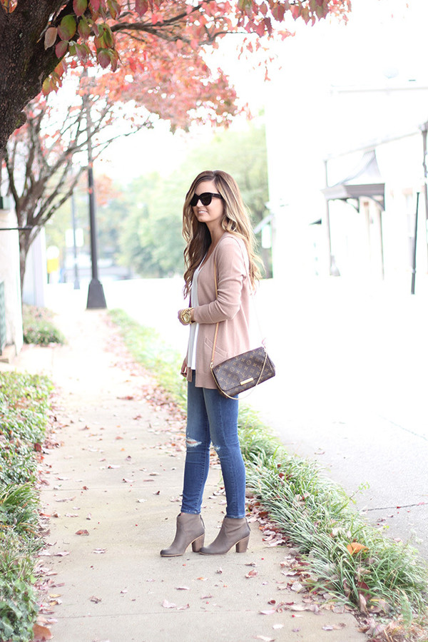 e545959e781477 for all things lovely blogger cardigan tank top jeans shoes bag jewels  sunglasses