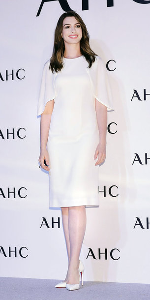 18fe6113796 dress white white dress pumps anne hathaway all white everything shoes