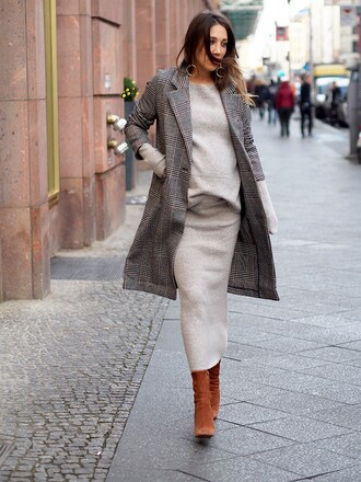 nina @ www.helloshopping.de - it's a blog. blogger jacket sweater skirt shoes coat grey coat grey dress midi dress boots fall outfits