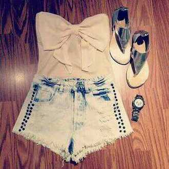 shorts white bow crop top sandals