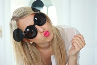 sunglasses florence olivia fashion with authenticity mickey mouse lady gaga blog fashion blogger blogger