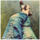 jeans,boyfriend jeans,ripped jeans,classy,stylish,fashion,shoes,denim