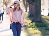 bekleidet,blouse,jeans,shoes,bag,sunglasses