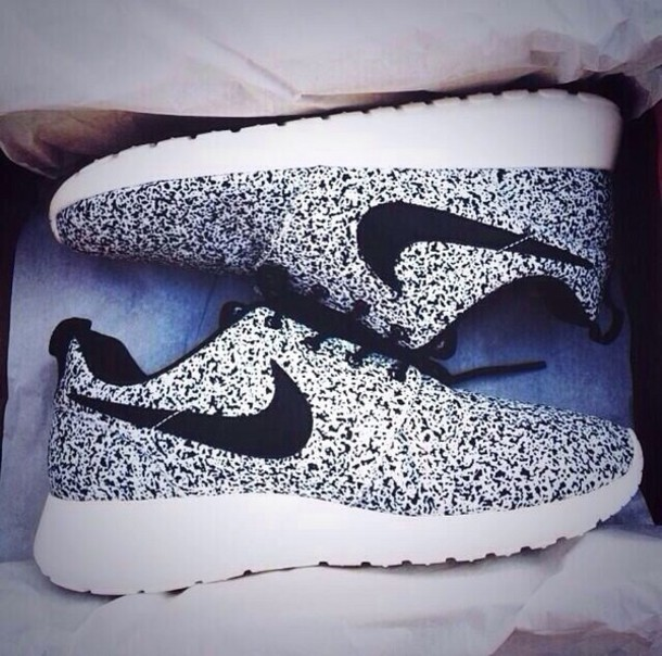 28f979ff0df70 shoes nike black and white nike running shoes nike roshe run nikes black  white gorgeous black