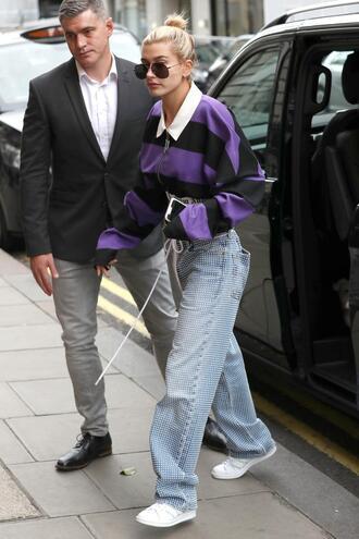 sweater jeans model off-duty hailey baldwin london fashion week 2017 streetstyle
