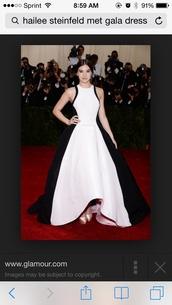 black and white dress,hailee steinfeld,dress