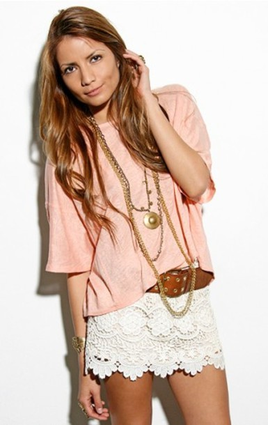 mini white skirt skirt scalloped lace white lace shorts shorts white top pink peach peach top pink top loose tshirt shirt blouse belt white lace mini skirt cute necklace pretty fashion style