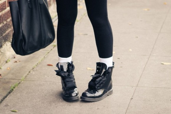 shoes boots hipster vans, floral, indie, hippie, hipster, grunge, shoes, girly, tomboy, skater goth hipster urban streetwear urban high top sneaker ribbon soft grunge grunge