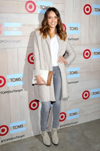 jeans fall outfits jessica alba