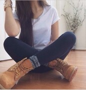 shoes,black leggings,leggings,timberlands,white t-shirt,knitted socks,timberland,boots,brown