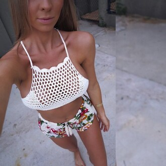 shorts white flowers