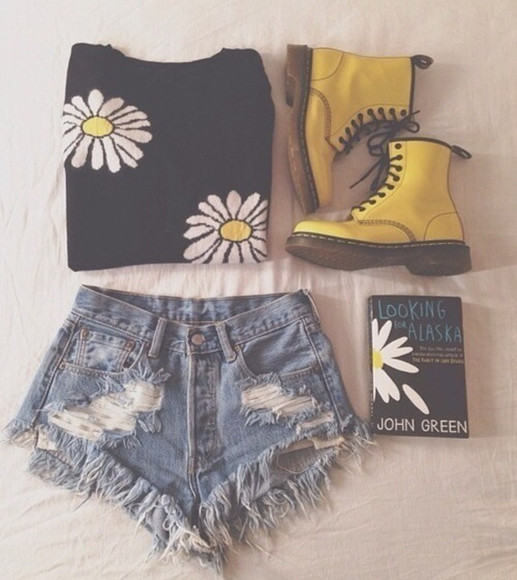 shoes boots shorts sweater book john green looking for alaska