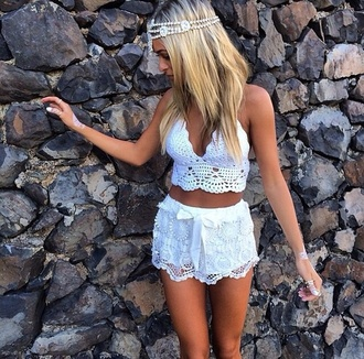 jewels tank top white top knitwear shorts cute summer shorts lace lace shorts summer outfits crop tops knitted top summer style knitted tops headband clothes shirt blouse hippie lace shirt beauty hip boho gorgeous bralette crochet crop top tanktop top white crochet custom sew super cute white shorts white crochet shorts white crop top crochet