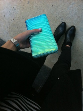 bag wallet blue amazing shiny purse holographic teal turqouise accessories fashion beautiful flash flashy rock leather rock'n'roll blue wallet blue bag ocean blue green green bag style fluorescent fluorescent color ombré clutch tumblr girl blue clutch turquoise metallic hair accessories