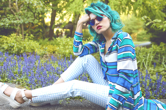 xander vintage blogger sunglasses striped shirt spring gingham white sandals green hair