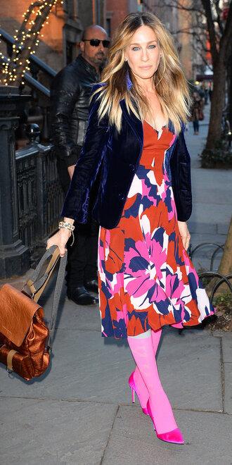 dress colorful spring outfits spring dress pumps pink sarah jessica parker jacket blazer