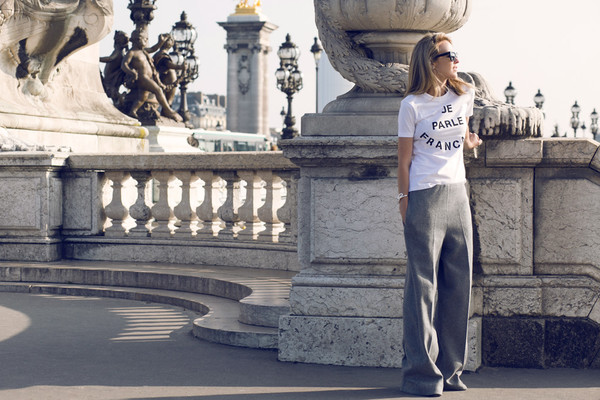 oracle fox blogger t-shirt sunglasses jewels quote on it white t-shirt grey pants